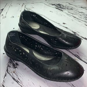 White Mountain Black Leather size 9 Comfy flats